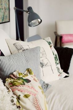bedroom pillows / colors