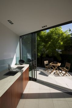 Faceted House, a Modern Rear Extension to an Old London Townhouse   HomeDSGN, a daily source for inspiration and fresh ideas on interior design and home decoration.