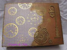Caixa porta relógios com 12 divisões, almofadas para relógios. R$ 85,00