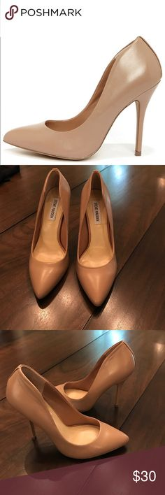 """Steve Madden Galleryy Nude Pump In excellent condition. Pretty as a picture, Steve Madden Galleryy Blush Leather Pointed Pumps. Genuine leather shapes a sleek nude upper with a pointed toe, low-cutting vamp, a sassy high-rise heel cup. A sexy 4.5"""" wrapped stiletto heel (including tip) offers the perfect height on a single sole. Padded insole. Synthetic sole has nonskid markings. Available in whole and half sizes. Measurements are for a size 6. Leather upper. Balance man made materials. Steve…"""