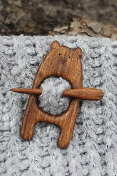 Wooden Fibula Pin Brooch by KrombWood : Bear Fibula Pin Brooch by KrombWood, Wooden Shawl Pin, Sweater Pin, Scarf Pin, Jewelry Gifts for women Whittling Projects, Whittling Wood, Wood Projects, Wooden Crafts, Diy And Crafts, Wood Carving Designs, Creation Deco, Easter Gift, Wooden Jewelry