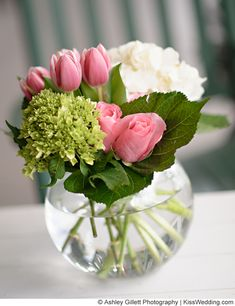 Wedding centerpiece idea: using seasonal tulips for spring or hydrangeas! my fav