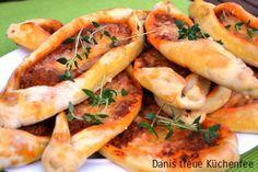 Minihackfleischpide nach Danis Art - Danis treue Küchenfee   Thermomix Rezepte & Blog Sandwiches, Best Dishes, Turkish Recipes, Special Recipes, Everyday Food, Food Inspiration, Brunch, Snack Recipes, Food Porn