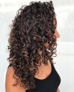 286 Likes, 5 Comments - Emily Pascal Weiser💋 ( on Inst . Curly Balayage Hair, Blonde Highlights Curly Hair, Dyed Curly Hair, Curly Hair Styles, Brown Curly Hair, Colored Curly Hair, Curly Hair Tips, Natural Hair Styles, Natural Hair Highlights