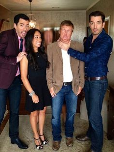 Drew Scott, Joanna Gaines, Chip Gaines, and Jonathan Scott ( Property Brother and Fixer Upper) Estilo Joanna Gaines, Chip Und Joanna Gaines, Joanna Gaines Style, Chip Gaines, Joanna Gaines Farmhouse, Drew Scott, Jonathan Silver Scott, Gaines Fixer Upper, Fixer Upper Joanna