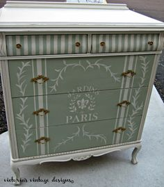 Before and After Inspiration.thededicatedh… Photo Credit: Victoria's Vintage Design Before and After Inspiration.thededicatedh… Photo Credit: Victoria's Vintage Design Chalk Paint Furniture, Hand Painted Furniture, Refurbished Furniture, Repurposed Furniture, Shabby Chic Furniture, Furniture Projects, Furniture Making, Furniture Makeover, Vintage Furniture