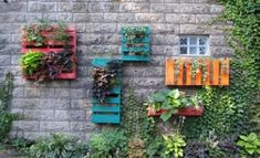Reused Pallets Wall Planter  #pallets #palletwalldecor #palletwallplanters #palletplanters #palletideas