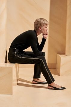 ME+EM's Gold Trim Slim Crop Trouser is the latest iteration of our best-selling trouser shape. Crafted from black crease-free fabric, this trouser features a gold lurex side stripe, instantly adding a glamorous element to a classic style. Cropped Trousers, Trousers Women, Pants For Women, Evening Trousers, Office Looks, Black Pants, Perfect Fit, Black Women, Fitness Models