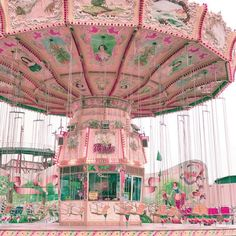 Love this pink carousel Pink Love, Pretty In Pink, Pink And Green, Pale Pink, Photo Wall Collage, Picture Wall, Picture Photo, Flower Power, Garden Container
