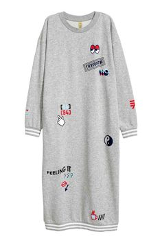 Sweatshirt dress: Calf-length dress in sweatshirt fabric with dropped shoulders, long sleeves, ribbing around the neckline, cuffs and hem and pockets in the side seams.