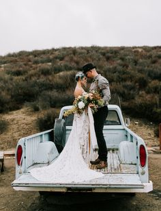 Cozy California Inspiration // Anniversary Vow renewal photoshoot in a boho dress with wild rustic florals in the bed of a vintage truck Source by gws Dresses Wedding Bed, Wedding Vows, Boho Wedding, Dream Wedding, Wedding Vintage, Elopement Wedding, Timeless Wedding, Wedding Rustic, Wedding Locations California