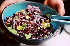 rödkål + avokado + fetaost + granatäpple