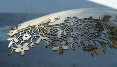 Sara Bran - she uses lace techniques on her gold & silver jewelry - FABULOUS…