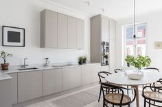65 Gorgeous Modern Scandinavian Kitchen Design Trends - Lilly is Love Kitchen Interior, New Kitchen, Kitchen Decor, Kitchen Ideas, Warm Grey Kitchen, Stylish Kitchen, Country Kitchen, Cocinas Kitchen, Scandinavian Kitchen