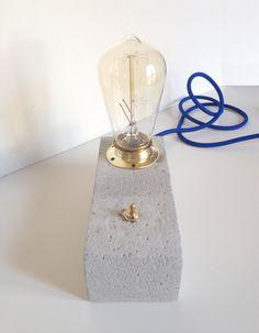 N. 2 - Concrete Desk Lamp di aConcreteMan su Etsy https://www.etsy.com/it/listing/235663487/n-2-concrete-desk-lamp