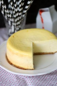 New Yorkin juustokakku // New York Cheesecake Food & Style Annamaria… Baking Recipes, Cake Recipes, Dessert Recipes, Sweet Desserts, Sweet Recipes, Buzzfeed Tasty, Star Food, Yummy Eats, Sweet And Salty