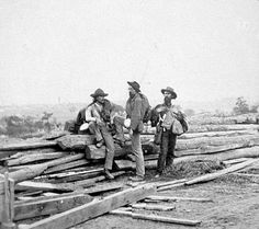 Confederate prisoners at Gettysburg, Pennsylvania. The blanket rolls around their shoulders were a popular alternative to the cumbersome, uncomfortable knapsacks that were issued early in the war.