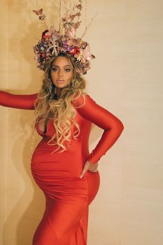 Beyoncé Wore a Flower Crown Bigger Than Her Baby Bump at the Wearable Art Gala