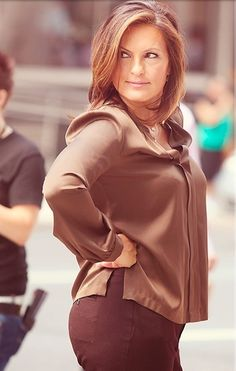 Sexaaay Mariska on the set! Woo, girl!