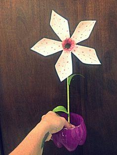 Vaso e flor de garrafa pet