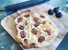 Heerlijk als brunch hap: deze zoete pizza's met vijgen, ricotta, tijm en honing.