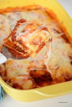 Baked ravioli recipe - this looks amazing! What a great idea for a quick and family friendly dinner!