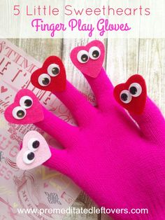 5 Little Sweethearts Homemade Finger Play Gloves- Bring your songs and rhymes to life with these playful heart gloves. Kids will love this easy craft! Valentines Songs For Kids, Valentine Theme, Little Valentine, Valentines Day Activities, Valentine Day Crafts, Valentine Sensory, Toddler Circle Time, Circle Time Activities, Preschool Activities