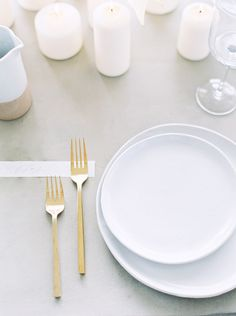 You can't go wrong with a simple table setting like this one.