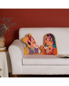 Cushion Cover Designs, Handmade Cushion Covers, Diy Cushion, Handmade Cushions, Cushion Ideas, Indian Home Decor, Indian Room, Traditional Cushion Covers, Owl Rug