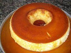 O Bolo Gelado de Abacaxi com Coco é delicioso, fácil de fazer e perfeito para várias ocasiões, desde a sobremesa até a festa de aniversário. Faça e agrade