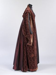 Gown | V&A Search the Collections Elizabethan Gown, Elizabethan Fashion, Medieval Gown, Steampunk Fashion, Gothic Fashion, Vintage Fashion, Emo Fashion, Historical Costume, Historical Clothing