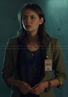Thea's green blazer with contrasting leather lapel on Arrow.  Outfit Details: http://wornontv.net/22559/ #Arrow