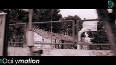 """Στίχοι: Γιάννης Μιχαηλίδης Μουσική: Γιάννης και Χάρης Μιχαηλίδης Σκηνοθεσία: Γιάννης και Χάρης Μιχαηλίδης Ενορχήστρωση: Δραμαμίνη Χάρης Μιχαηλίδης - Φωνή Ηλεκτρική κιθάρα Αλέκος Κούρτης - Τύμπανα Κώστας Γιαννίρης - Μπάσο Αλέκος Βουλγαράκης - Ηλεκτρική κιθάρα Στέφανος Δανιηλίδης - Πιάνο Γιάννης Μιχαηλίδης - Ακουστική κιθάρα Φωνητικά. Επιμέλεια παραγωγής μίξη mastering: Γιάννης και Χάρης Μιχαηλίδης Τα τύμπανα ηχογραφήθηκαν στο studio """"Νήπιο"""" με ηχολήπτη τον Θοδωρή Κοντάκο. Το μπάσο…"""