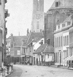 Langestraat met accijnshuis tegen Joriskerk