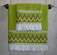 Conjunto de toalha de banho (68cm x 140cm) e rosto (49cm x 80cm) CASA IN Sophie bordadas em vagonite - 1A288E