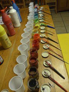 ASTUCE PEINTURE POUR ÉVITER QU'ELLE SÈCHE : Et quand on a fini, on recouvre la peinture dans les pots d'une pellicule d'eau que l'on retirera avec une seringue avant la prochaine séance, il paraît que comme ça la peinture reste nickel !