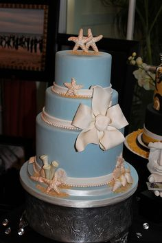 Sandra's Cakes  http://sandrascakes.blogspot.com/2011/07/wedding-cakes_31.html