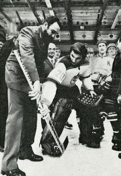 Vladislav Tretiak schoolinFidel Castro with CSKA Moscow captain Boris Mikhailov… Army Hockey, Hockey Goalie, Hockey Teams, Hockey Players, Ice Hockey, Hockey Stuff, Nhl, Goalie Mask, Fidel Castro