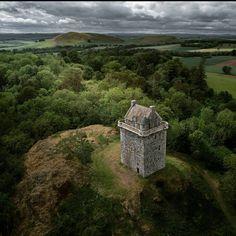 """531 kedvelés, 6 hozzászólás – Scotland Shots 🏴 (@scotland.shots) Instagram-hozzászólása: """"🏴 are proud to present our Scotland loves of the day!…"""" Scotland Castles, Scottish Castles, Unusual Names, Presents, Mountains, World, Day, Artist, Travel"""