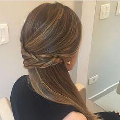 Trenza floja Flower Girl Hairstyles, Pretty Hairstyles, Wedding Hairstyles, Easy Hairstyles, Bridal Hair And Makeup, Hair Makeup, Wedding Hair Inspiration, Auburn Hair, Super Hair