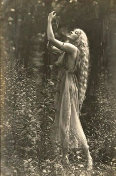 """by Rebecca Farrar of Wild Witch of the West If there were a """"Sexiest Season"""" award, then it would definitely go to spring, mostly thanks to Beltane. Beltane com Vintage Pictures, Old Pictures, Vintage Images, Old Photos, Beltane, Foto Art, Vintage Photographs, Vintage Beauty, Vintage Glamour"""