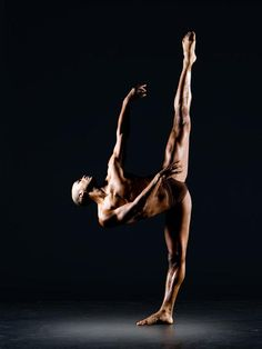 Of course the Alvin Ailey dance theatre are performing in New York when we were supposed to be there! Black Dancers, Male Ballet Dancers, Dance Photography Poses, Dance Poses, Shall We Dance, Lets Dance, Contemporary Dance, Modern Dance, Alvin Ailey