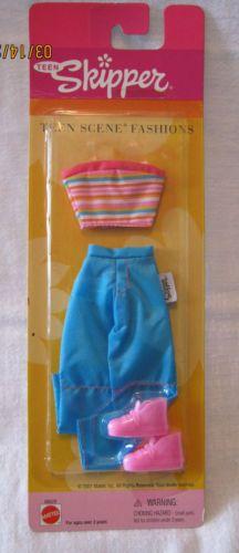 SKIPPER-TEEN-SCENE-FASHION-2001-TURQUOISE-SATIN-PANTS-w-PINK-STRIPE-TOP-NEW Barbie 90s, Barbie Skipper, Barbie And Ken, Barbie Clothes, Stripe Top, Pink Stripes, Trendy Teen Fashion, Teen Fun, Barbie Friends