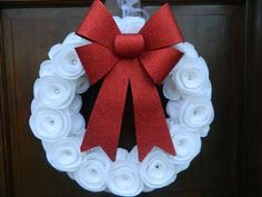 Ghirlande fai da te per Natale - Ghirlanda con fiori in feltro