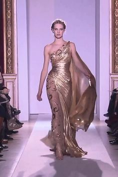 Stunning Embroidered Golden One Shoulder Evening Maxi Dress / Evening Gown with a small Train. Runway Show by Zuhair Murad. Haute Couture Style, Haute Couture Dresses, Evening Dresses For Weddings, Long Evening Gowns, Elegant Dresses, Pretty Dresses, Fashion Show Dresses, Fantasy Gowns, Zuhair Murad