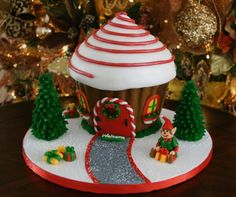 Gingerbread house cake made with Wilton Cupcake cake mold Christmas Cake Designs, Christmas Cupcakes, Christmas Sweets, Christmas Gingerbread, Christmas Cooking, Christmas Goodies, Gingerbread Houses, Office Christmas, Christmas Elf