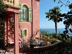 Bekijk deze fantastische advertentie op Airbnb: Belle Epoque Villa facing the sea - Huizen te Huur in Menton