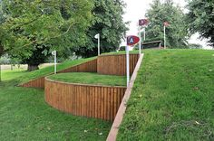 http://www.burghley-horse.co.uk/images/3dayEventimages/fences/fence19.jpg