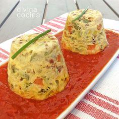 Este flan de verduras se puede servir caliente o templado, sobre una base de salsa de tomate o cubierto con ella. También puedes servirlo frío, con una salsa tártara o alguna mayonesa aromatizada.