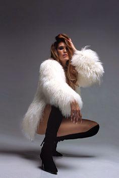 Nadire Atas on Why Fur Is Back in Fashion Fox Fur Coat, Faux Fur Jacket, Fur Coats, Fur Fashion, Womens Fashion, Fashion Photography Poses, Sensual, Coats For Women, Mantel